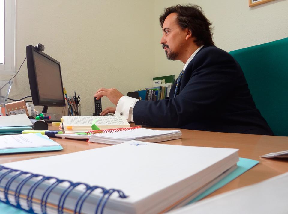 foto-sergio-en-despacho-recortada-1394